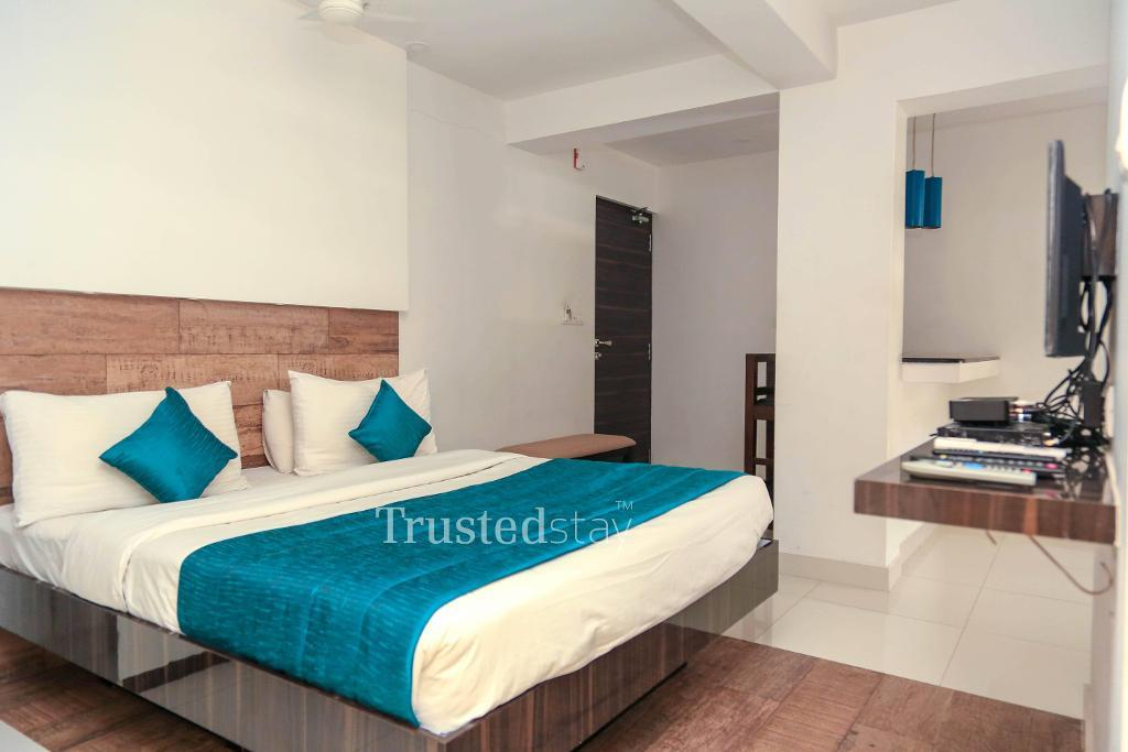 Master bed room | Service apartment Greams Road, Chennai