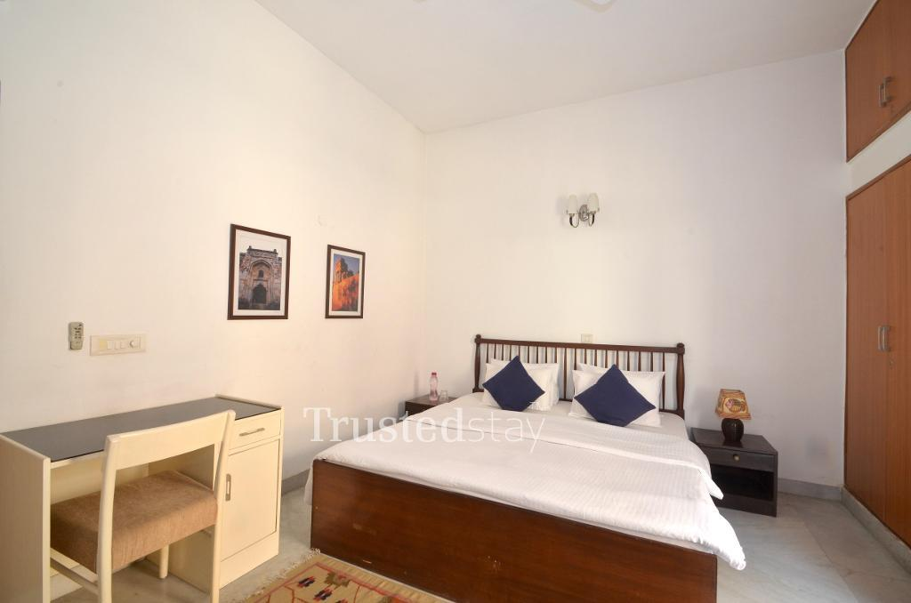 Master Bed room |  Fully furnished Service apartments in Greater Kailash, New Delhi
