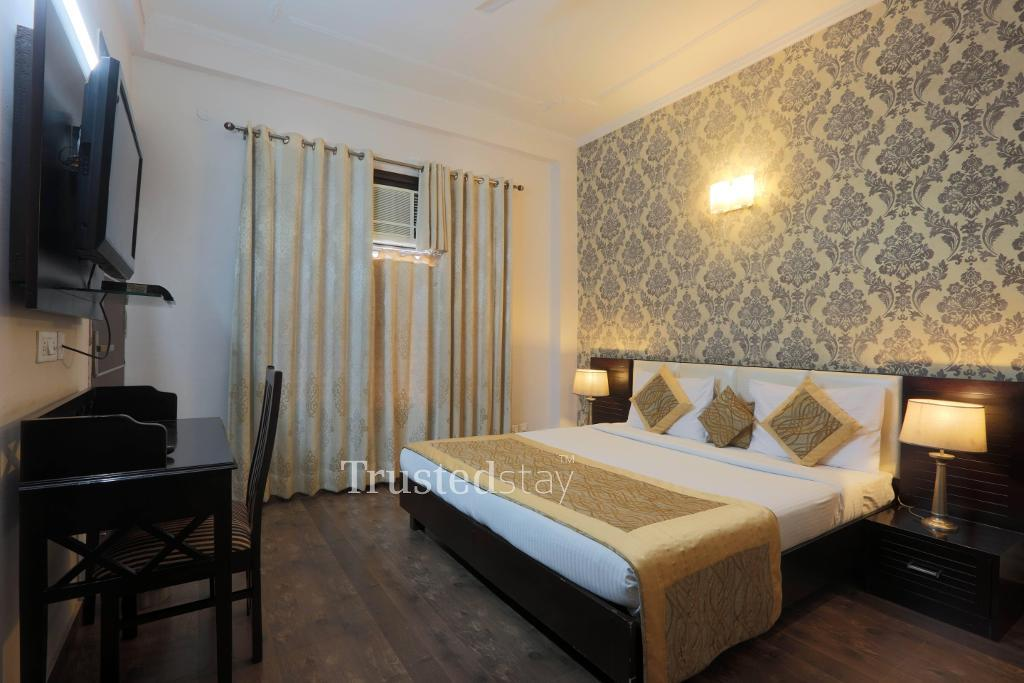 Service Apartment in Vasant Kunj| Master bedroom