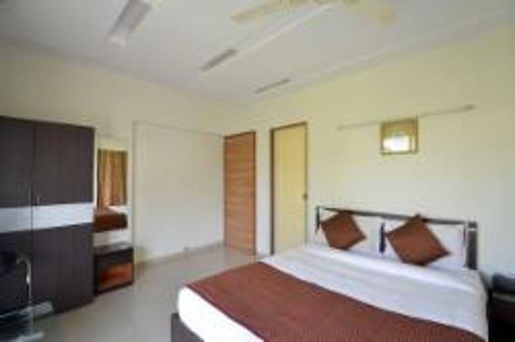 Master Bedroom | serviced apartments in mumbai