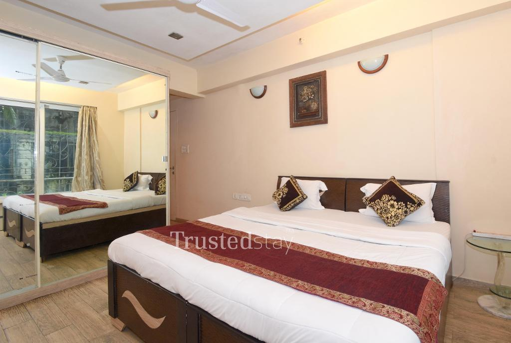 Book Service Apartments in Powai, Mumbai | Master bedroom