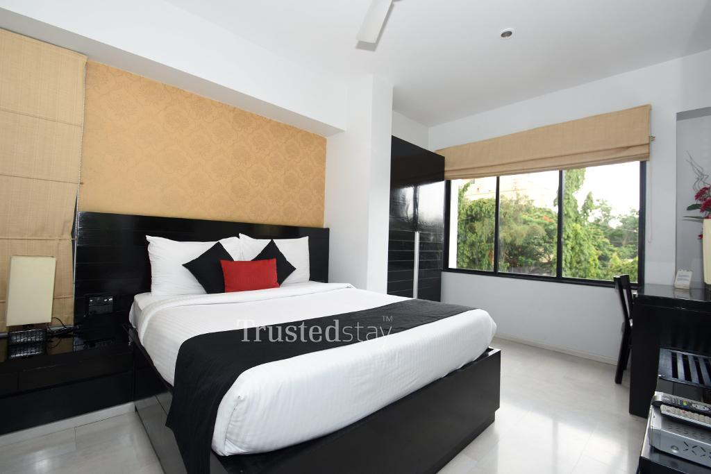Master Bed Room | Trustedstay Service Apartments in Kalyani nagar, Pune