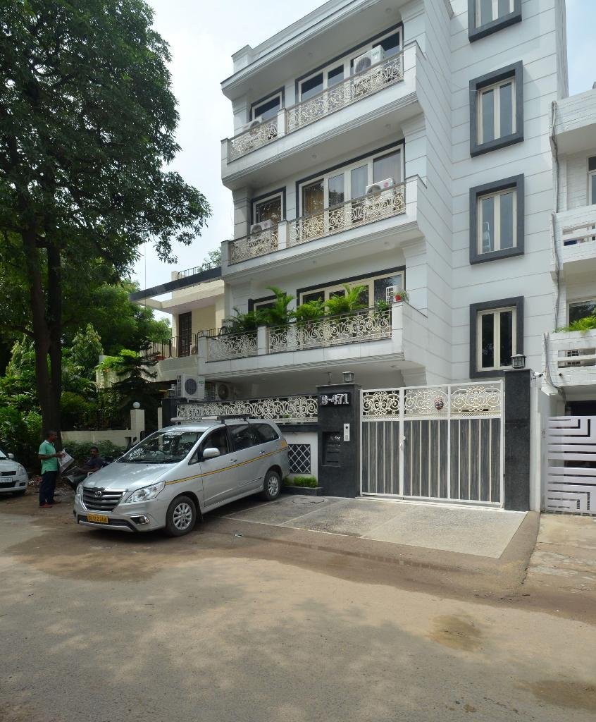 Service Apartments In New Friends Colony